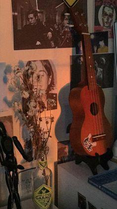 #обои #фон #телефон #экранблокировки #укулеле #гараж #garage #цветы Art Hoe Aesthetic, Aesthetic Painting, Aesthetic Anime, Ukulele Pictures, Guitar Photos, Bright Wallpaper, Wallpaper Backgrounds, Siper Man, Ukulele Art