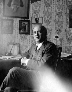 Arnold Schönberg, österreichischer Komponist, in seinem Wiener Studio im Jahr 1911