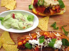 Vegan: Süßkartoffel mit Chili sin Carne und Käse Topping