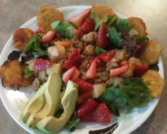 Ground beef w/ diced potatoes & carrots over a strawberry spring mix salad w/ avacado & tostones