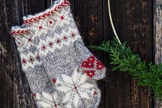 Today's free recipe: Christmas Eve Christmas Eve, Christmas Stockings, Knitting Projects, Knitting Patterns, I Cord, Fingerless Mittens, Knit Picks, Christmas Knitting, Crochet Accessories