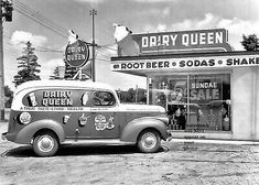 Dairy Queen Panel Truck and a Mister Softee Van Vintage Diner, Vintage Trucks, Vintage Ads, Vintage Photos, Vintage Stuff, Vintage Advertisements, Photo Restaurant, Restaurant Signs, Vintage Restaurant