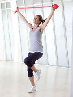 Mit den einfachen Theraband Übungen trainieren Sie den ganzen Körper - und zwar in kurzer Zeit besonders effektiv. Zehn Minuten Turnen täglich reichen schon.