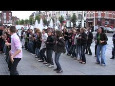 LES POUCES EN AVANT (et tchic et tchac) FLASHMOB Armentièr Core French, French Class, French Teacher, Teaching French, French Body Parts, Flash Mob, Ontario Curriculum, World Languages, Brain Breaks