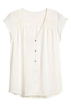 H&M: Short-sleeved blouse: V-neck blouse in an airy crêpe weave with pin-tucks on the shoulders, short cap sleeves and pearly buttons down the front. The blouse is made partly from recycled polyester. V Neck Blouse, Short Sleeve Blouse, Short Sleeve Dresses, Stitch Fix Outfits, Denim Cutoffs, Short Jeans, Style Board, Mode Style, Blouse Designs
