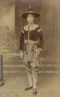 Chao Praya Sri Pipat Ratana Rajakosa Dhibodi (MR Moon Darakara)  Mom Rajawongse Moon Darakara was born in 1877 at Wang Sapan Dum, or Black Bridge Palace, the third son of HH Prince Chandra Suthep.