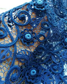 Hand Embroidery Dress, Form Crochet, Irish Lace, Irish Crochet, Crochet Flowers, Diy And Crafts, Blue And White, Quilts, Knitting