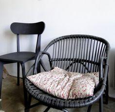 repeindre un vieux fauteuil en osier + un joli coussin