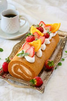 Sweet Recipes, Cake Recipes, Strawberry Topping, Aesthetic Food, Macaroons, Hot Dog Buns, Food And Drink, Cake Rolls, Sweets