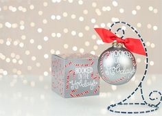 Hooked on The Holidays Ornament | underthecarolinamoon.com #cotoncolor #cotoncolorschristmas #cotoncolorsornaments #utcm #underthecarolinamoon #christmasornament #hookedontheholidays
