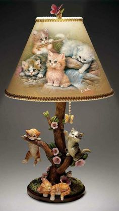 Features Jürgen Scholz kitten art on shade, hand-sculpted kittens on tree-shaped base. Butterfly finial, mahogany-finished base from the Bradford ExchangeJürgen Scholz Akzentlampe Country Kitties - S.Such a sweet lamp Cat Crafts, Home Crafts, Diy And Crafts, Arts And Crafts, Cat Lamp, Decoupage, Diy Y Manualidades, Tree Shapes, Cat Decor