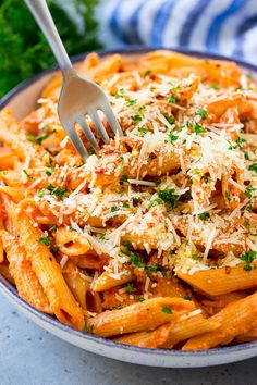 Penne alla Vodka Pasta - Dinner at the Zoo Chicken Penne Pasta, Penne Pasta Recipes, Baked Penne, Healthy Pasta Recipes, Healthy Pastas, Pasta Dishes, Cooking Recipes, Nutritious Meals, Yummy Recipes