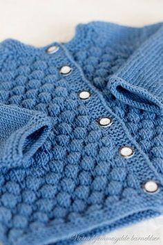 Ravelry: Emelinejakke pattern by Vivian Tran Baby Boy Knitting, Knitting For Kids, Baby Knitting Patterns, Baby Patterns, Crochet Patterns, Crochet Baby, Knit Crochet, Baby Barn, Baby Presents