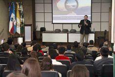 Conferencia en Universidad Mesoamericana