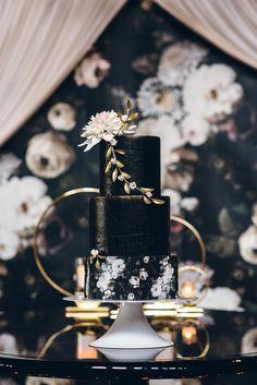 21 Beautiful Black Wedding Cakes for the Nontraditional Couple - Dark & Moody Wedding Cakes - Wedding Cakes Small Wedding Cakes, Black Wedding Cakes, Wedding Cake Photos, Floral Wedding Cakes, Wedding Cake Designs, Gold Wedding, Exotic Wedding, Magical Wedding, Perfect Wedding