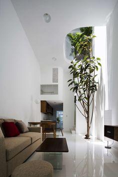 Architects: KIENTRUC O Location: Saigon, Vietnam Site area: 42 sqm - Building area: 179 sqm Design: 2014 - Completed: 2015 Photographs: Oki Hiroyuki In this...