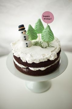 winter holiday cake DIY by coco cake land! my post for @becraftsy