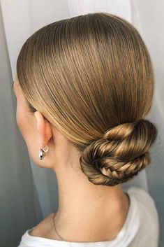 hair updos Easy Sleek Updo For Every Day Natural Hair Updo, Short Hair Updo, Short Hair Styles, Natural Hair Styles, Curly Hairstyle, Drop Dead Gorgeous, Gorgeous Hair, Box Braids Hairstyles, Sleek Hairstyles