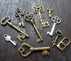Whoesale Lot 10pcs Steampunk Victorian wholesale antique bronze skeleton keys via Etsy.