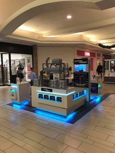 Like the use of under-lighting. It brings the eye down and up. And in a darkened lower level of a mall , it really accentuates the space. Kiosk, Popup, Pop Up Stores, New Trends, Creative Inspiration, Mall, Eye, Space, Lighting