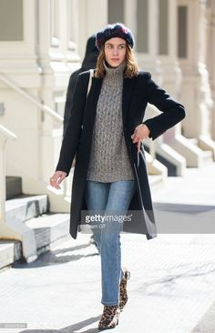 Photo d'actualité : Alexa Chung is seen on March 20, 2017 in New York...