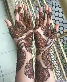 Image may contain: one or more people Arabian Mehndi Design, Palm Mehndi Design, Mehndi Design Photos, Mehndi Images, Stylish Mehndi Designs, Mehndi Art Designs, Bridal Mehndi Designs, Henna Tattoo Designs, Henna Mehndi