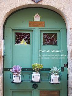 Sainte-Eulalie-d'Olt Succulent & door Cool Photos, Succulents, Neon Signs, Doors, Garden, Europe, Garten, Lawn And Garden, Succulent Plants