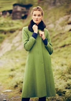 Adore the color, and the detachable fur collar.  Vintage vibe, yet crisp. NEW PROMENADE COAT | TOAST