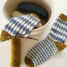 SoxxBook by Stine & Stitch - frechverlag - ab Anfang August 2017 im Buchhandel. SoxxBook by Stine & Stitch - frechverlag - ab Anfang August 2017 im Buchhandel - Soxx No Crochet Wool, Crochet Socks, Knitting Socks, Free Knitting, Knitted Slippers, Stine Und Stitch, Lace Knitting Patterns, Wool Socks, Fair Isle Knitting