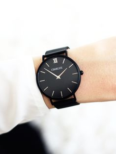 The Mesh Collection combines a minimalistic and elegant design made for evening looks and everyday use. With the clean lines of our interchangeable watch, combined with stainless steel straps to creat