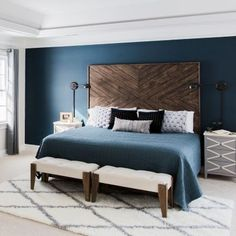 Top 11 Blue Living Room Designs by Best Interior Designers Get inspired by these navy blue bedroom ideas for your master decoration! Dark Master Bedroom, Dark Blue Bedrooms, Big Bedrooms, Master Bedroom Design, Master Bedroom Color Ideas, Dark Blue Walls, Blue Bedroom Decor, Bedroom Colors, Home Bedroom