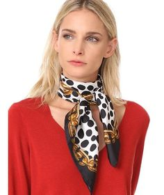 Pin by duane anderson on silk scarves in 2019 Ways To Wear A Scarf, How To Wear Scarves, Look Casual, Casual Chic, Bandeau Outfit, Cute Office Outfits, Silk Neck Scarf, Scarf Knots, Outfits Mujer