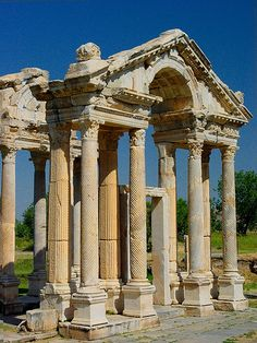 A monumental gateway, or tetrapylon, leads from the main north-south street of the town into a large forecourt in front of the Temple or Sanctuary of Aphrodite. The gateway was built ca. Aphrodisias, W Turkey Ancient City, Ancient Ruins, Ancient Greece, Ancient History, Ancient Architecture, Historical Architecture, Places Around The World, Around The Worlds, Istanbul