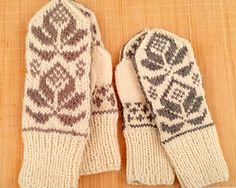 A few weeks ago I took some photos strolling in a handcraft marked in Vilnius. This resulted into two pairs of mittens, L male and S female/child. I've browsed the net for original name and e...