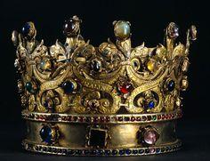 Coroa de Rainha Isabel, Museu Nacional de Machado de Castro. 1550AD. 14x17cm, 1075g Silver gilt, glass, amethyst, rock crystal, garnets, citrine quartz, chalcedony and turquoise .