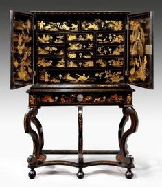 A William and Mary japanned and lacquer cabinet-on-stand Ca1690 England. Open.