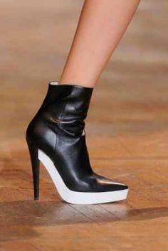 Le scarpe vegan di Stella Mc Cartney ora sono anche biodegradibili