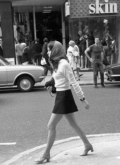 Kings Road, photographed by John Hendy, 1968. ....that guy in the t-shirt though.....