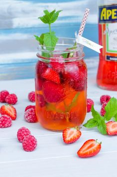 Aperol Berry Spritz - food and drink Cocktail Recipes Ginger Beer, Ginger Cocktails, Cranberry Juice Cocktail, Limoncello Cocktails, Cocktail Syrups, Sangria Cocktail, Pudding Desserts, Pina Colada, Gin And Tonic