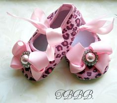 Pink Leopard print baby girl crib shoes by TheBabyBellaBoutique! How stinking cute!!