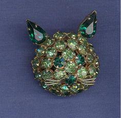vintage Joseph Warner Green Rhinestone Cat Head Pin prong set #JosephWarner Cat Jewelry, Head Pins, Vintage Brooches, Joseph, Prong Set, Cats, Green, Ebay, Gatos