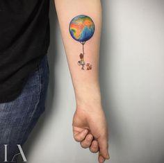 Globe balloon by Izzet Abatlevi