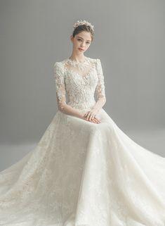 Classy Wedding Dress, Hijab Wedding Dresses, Wedding Dress Trends, White Wedding Dresses, Bridal Dresses, Christian Wedding Gowns, Fantasy Gowns, Madame, Fashion