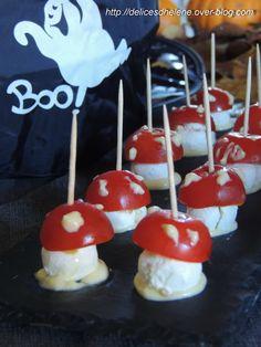 """On continue dans la série """"j'tembrouille avec Halloween"""". Oui car finalement, on arrive à faire avaler n'importe quoi aux enfants dans ces cas-là, comme ces champignons vénéneux, réalisés avec de la tomate et de la mozzarella. La tomate en temps normal,..."""