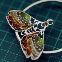 Emaliowana biżuteria - kolekcja barwnych motyli - Sztuk Kilka - Marta Norenberg Lapis Lazuli, Wood