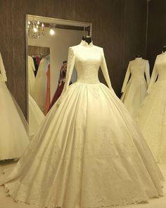 New Dress Hijab Wedding Gowns 30 Ideas Hijab Wedding Dresses, Modest Wedding Gowns, Stunning Wedding Dresses, Beautiful Gowns, Bridal Dresses, Dress Wedding, Moda Paris, Mode Hijab, Trendy Dresses