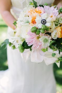 soft white bridal bouquet | photo by Sarah Joelle Photography | 100 Layer Cake