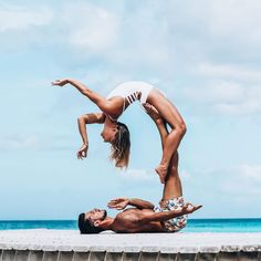 30 Amazing Couple Yoga Poses You Should Practice With Your Partner - Page 15 of 30 - Chic Hostess Couples Yoga Poses, Acro Yoga Poses, Yoga Poses For Two, Yoga Poses For Beginners, Partner Yoga, Iyengar Yoga, Ashtanga Yoga, Yoga Inspiration, Paar Workout