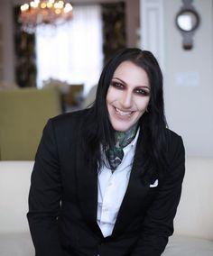 AAAA HIS SMILE IS SO CUTE!!!!!!