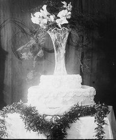 Vintage Wedding Cake ... Stunning!!
